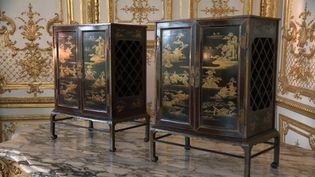 Volés en 1975, les deux cabinets japonais de la collection du Duc d'Aumale ont rejoint le domaine de Chantilly (J. Guery / France Télévisions)