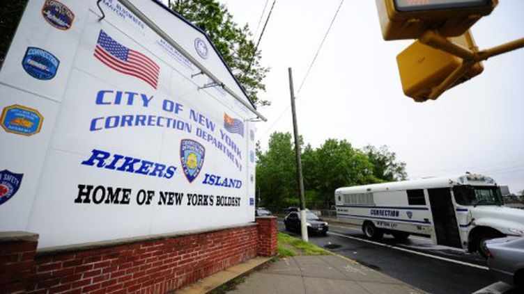 L'entrée de la prison de Rikers Island, à New York, où Dominique Strauss-Kahn est emprisonné (17 mai 2011). (AFP/EMMANUEL DUNAND)