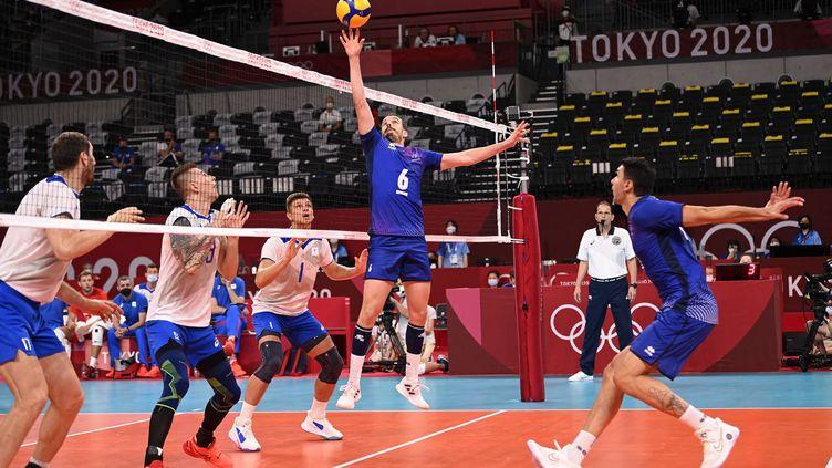 Benjamin Toniutti pendant la rencontre des phase de poule face au ComitéOlympique Russe le 30 juillet 2021. (CROSNIER JULIEN / KMSP / AFP)