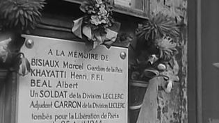 Focus sur une initiative formidable du Parisien Philippe Apeloig, dont la mère avait été cachée durant la Seconde Guerre mondiale, car elle était juive. (FRANCE 2)