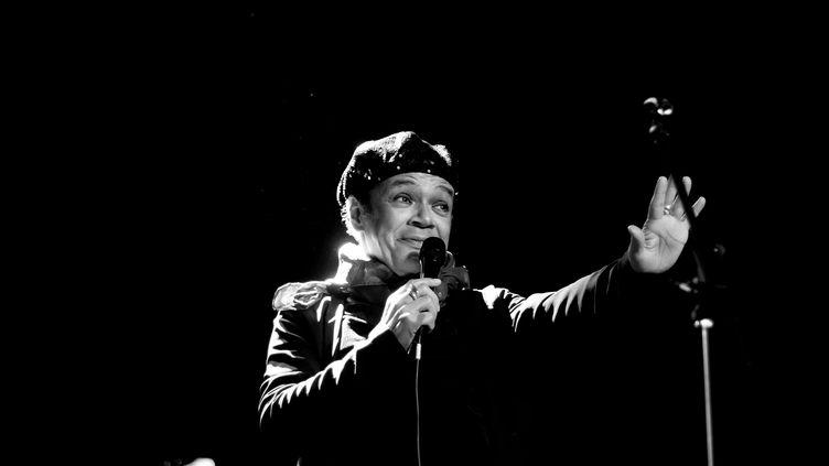 Le chanteur Rolando Faria sur scène en 2011, au festival de Bossa Nova de Thiais (Val-de-Marne) (ÉRIC MARCEL)