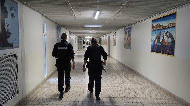 Mis en examen pour complicité de meurtre, le jeune homme a été acquitté par la cour d'assises de Loire-Atlantique le 23 avril 2021, après trois ans, huit mois et vingt jours de détention (image d'illustration). (GUILLAUME SOUVANT / AFP)