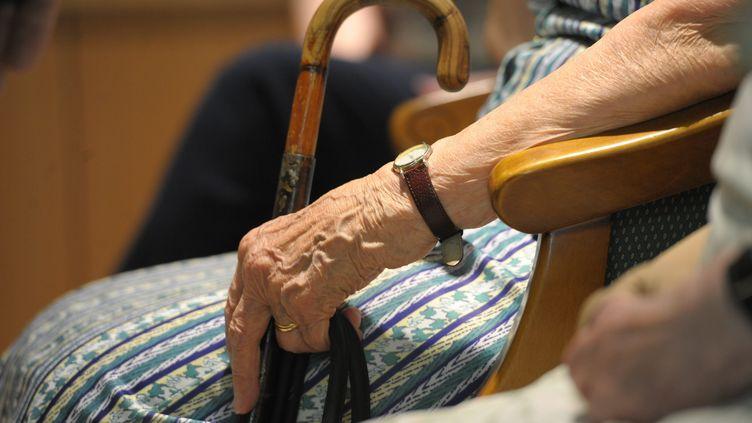 La chanson a développé des thèmes de solidarité envers les personnes âgées (illustration). (MAXPPP)