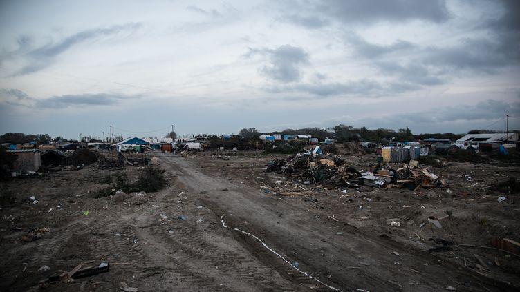 """La """"jungle"""" de Calais (Pas-de-Calais) après le démantèlement du campement de migrants, le 27 octobre 2016. (NNOMAN / ANADOLU AGENCY / AFP)"""