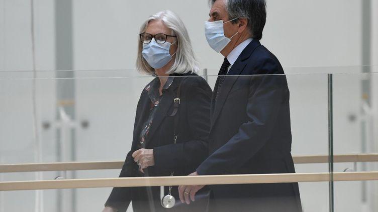 François Fillon et son épouse Penelope arrivent au tribunal de grande instance de Paris le 29 juin 2020. (BERTRAND GUAY / AFP)