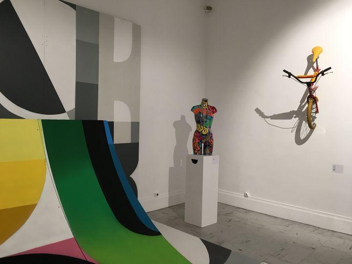 L'art urbain dasn tous ses états, au premier plan la rampe de skate qui a servi de support à Xkuz. (Musée Boucher-de-Perthes-Ville d'Abbeville)