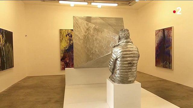 Art : un performeur enfermé pendant sept jours dans une sculpture