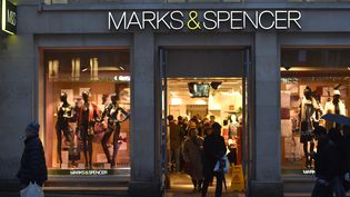 Le magasin Marks and Spencer des Champs-Elysées, à Paris. (ALAIN JOCARD / AFP)