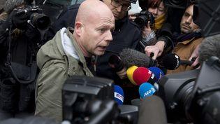 L'avocat de Salah Abdeslam, Sven Mary, devant le siège de la police fédérale à Bruxelles, le 19 mars 2016. (PETER DEJONG / AP / SIPA)