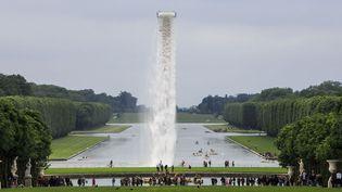 La chute d'eau installée par Olafur Eliasson à Versailles (4 juin 2016)  (Gilles Bassignac / Divergen / SIPA)