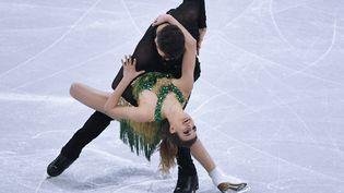 Gabriella Papadakis et Guillaume Cizeronlors du programme court de patinage artistiqueaux Jeux olympiques de Pyeongchang (Corée du Sud), le 19 février 2018. (ALEXANDER VILF / SPUTNIK)