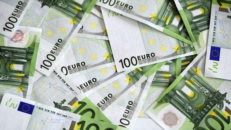 Environ un million de nouveaux foyers vont payer l'impôt sur le revenu en 2013, a indiqué le ministre de l'Economie, Pierre Moscovici, le 19 septembre 2013. (FRÉDÉRIC SOREAU / AFP)