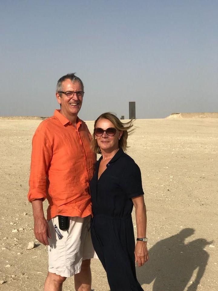 """Thierry Couderc et son épouse dans le désert du Qatar : """"Les autorités qataries pensent au développement durable à travers de nouvelles énergies"""" (COUDERC)"""