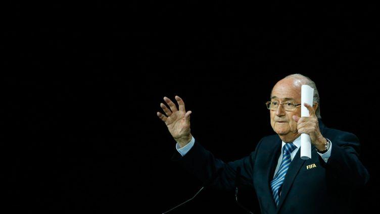 (Sepp Blatter a été réélu pour un cinquième mandat à la tête de la Fifa © REUTERS/Ruben Sprich)