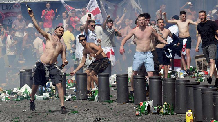 Déchaînement de violence dehooligans sur le Vieux-Port de Marseille (Bouches-du-Rhône), le 11 juin 2016. (MAXPPP)