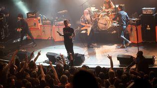 Une photo du concert des Eagles of Death Metal au Bataclan, le 13 novembre 2015, peu avant l'attaque terroriste contre la salle de concert. (MARION RUSZNIEWSKI / ROCK&FOLK / AFP)