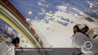 Des restaurateurs sur le chantier de Notre-Dame de Paris. (France 2)