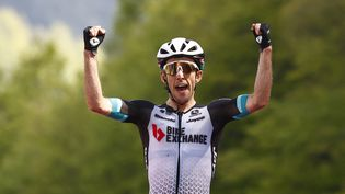 Simon Yates a remporté la 19e étape du Giro. (LUCA BETTINI / AFP)