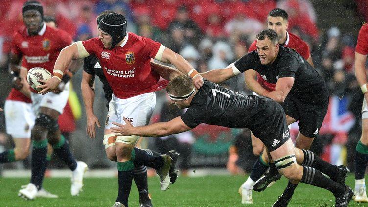 Sean O'Brien (en rouge) lors de la tournée des Lions en Nouvelle-Zélande cet été (PETER PARKS / AFP)