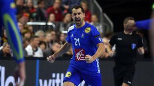 Le capitainede l'équipe de France de handball, Michaël Guigou, le 19 janvier 2019, à Cologne (Allemagne). (PATRIK STOLLARZ / AFP)