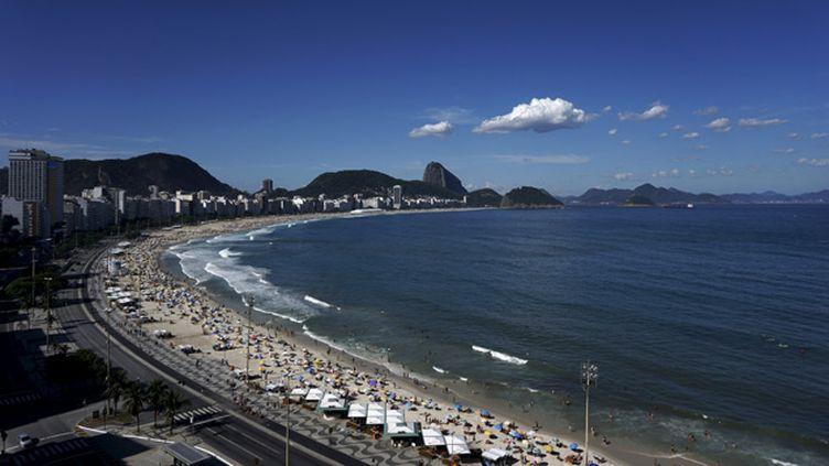 (La plage de Copacabana, à Rio de Janeiro, au Brésil © Reuters/Sergio Moraes)