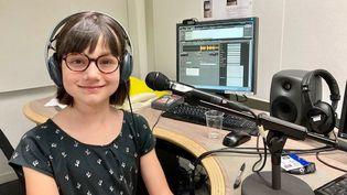 Suzanne anime Radio Velpo, le podcast totalise plus de 70 épisodes et a remporté un prix média jeunesse lors du concours Kaléido'scoop remis à Paris en juin dernier. (INGRID POHU / RADIO FRANCE)