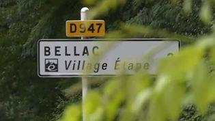 """Lorsque vous êtes au volant, il est nécessaire de faire des pauses toutes les deux heures. Plutôt que de s'arrêter sur une aire d'autoroute, pourquoi ne pas faire halte à un """"village étape"""" ? France 3 vous emmène au village de Bellac (Haute-Vienne), dans le Limousin. (FRANCE 3)"""