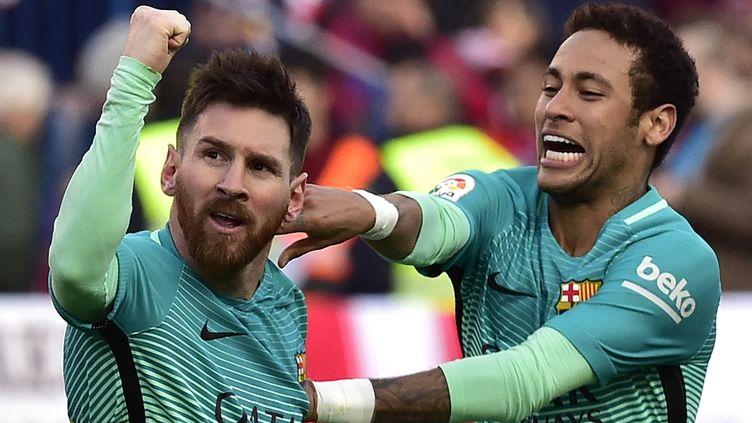 Lionel Messi et Neymar (ici le 26 février 2017 à Barcelone) vont se retrouver sous le même maillot. (GERARD JULIEN / AFP)