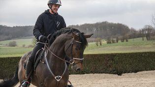 Le cavalier français Karim Laghouag à l'entraînement avec son cheval Entebbe. (Claire Bargelès)