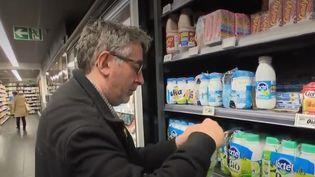Les Français seraient de moins en moins à boire du lait, et ce pour des raisons multiples. (FRANCE 2)