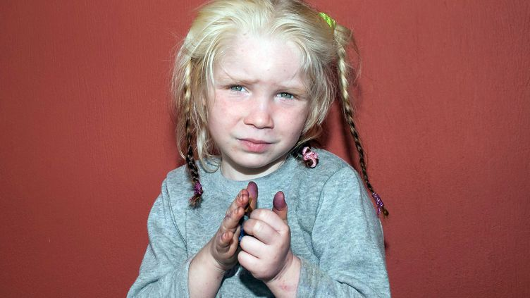 """Photo d'une fillette, surnommée """"l'ange blond"""", dont l'identité reste un mystère en Grèce. Elle a été retrouvée le 17 octobre 2013 chez un couple qui n'a aucun lien de parenté avec elle. (GREEK POLICE / AFP)"""