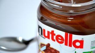 Un pot de Nutella pris en photo le 15 février 2015 à Marseille (Bouches-du-Rhône). (CITIZENSIDE / GERARD BOTTINO / AFP)