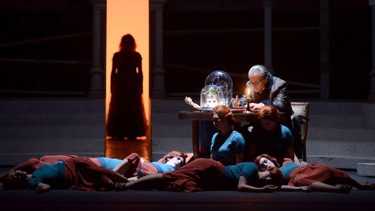 """""""Faust"""" à l'Opéra Bastille, mise en scène de Jean-Romain Vespirini  (Vincent Pontet/Opéra national de Paris)"""