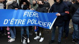 Des policiers manifestent, mardi 2 janvier 2018, à Champigny-sur-Marne (Val-de-Marne) après l'agression de trois de leurs collègues. (MAXPPP)
