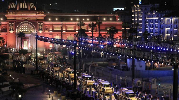 Le convoi transportant les 22 momies pour leur changement de musée, le 3 avril 2021 au Caire (Egypte). (KHALED DESOUKI / AFP)