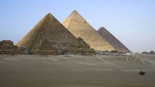 Les pyramides de Khéops, Kephren et Mikerinos en Egypte, le 8 août 2018. (JACQUES SIERPINSKI / AURIMAGES / AFP)