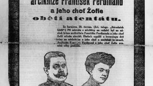 """La une du journal tchèque """"Narodni Listy"""" annonçant l'assassinat de l'archiduc François Ferdinand de Habsbourg, héritier du trône d'Autriche-Hongrie ainsi que de son épouse l'archiduchesse Sophie. (AFP)"""