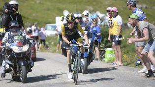 Le NéerlandaisSteven Kruijswijk, le 19 juillet 2018, lors de la 12e étape du Tour de France entreBourg-Saint-Maurice et l'Alpe d'Huez. (YORICK JANSENS / BELGA MAG / AFP)