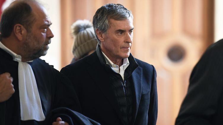 L'ancien ministre du Budget Jérôme Cahuzac lors de son arrivée au tribunal, le 12 février 2018 à Paris. (ERIC FEFERBERG / AFP)