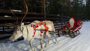 Le Père Noël sur son chariot àRovaniemi (Laponie). (JONATHAN NACKSTRAND / AFP)