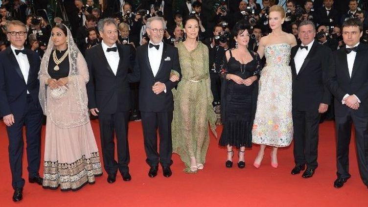 Steven Spielberg, président du jury du Festival de Cannes 2013, entouré de ses jurés  (ALBERTO PIZZOLI / AFP)