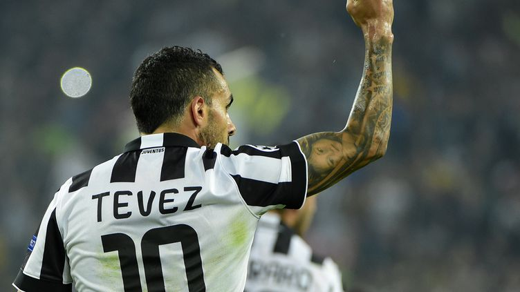 Carlos Tevez célèbre son but pour la Juventus Turin face au Real Madrid en demi-finale aller de la Ligue des Champions le 5 mai 2015 à Turin (Italie). (OLIVIER MORIN / AFP)