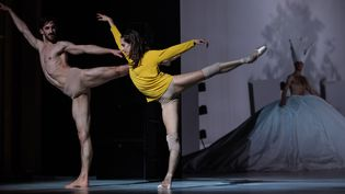 """Vincent Chaillet et Silvia Saint-Martin dans """"Play""""  (Ann Ray/Opéra national de Paris)"""