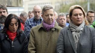 Des officiels bruxellois participent à une minute de silence en hommage aux victimes des attentats, le 23 mars 2016, à Bruxelles (Belgique). (ERIC LALMAND / BELGA / AFP)