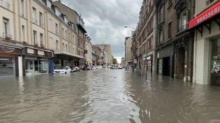 ÀReims, dans la Marne, une partie du centre-ville a été totalement submergée pour la troisième fois en deux semaines. (CAPTURE ECRAN FRANCE 2)