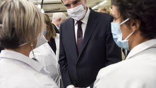 Le Premier ministre Jean Castex en déplacement à l'hôpital de Brest (Finistère) le 20 novembre 2020 (SEBASTIEN SALOM-GOMIS / AFP)