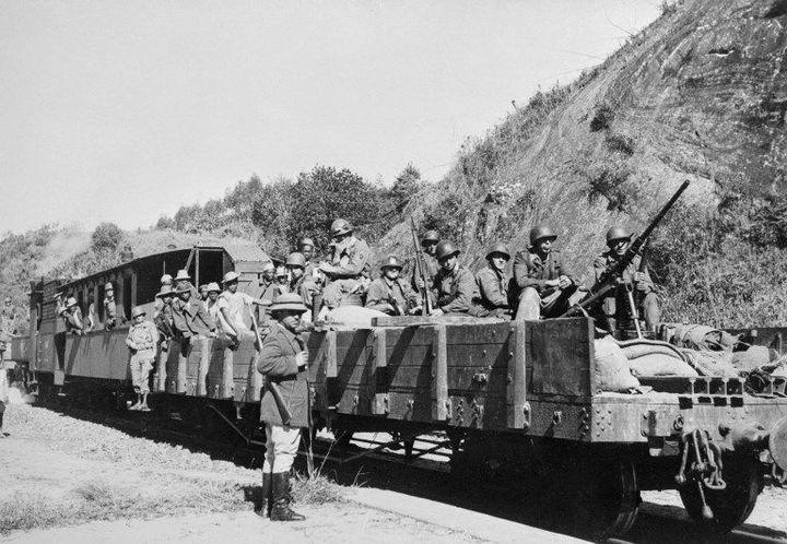 Convoi militaire français à Fianarantsoa (est de Madagascar) le 25 septembre 1947. (AFP )