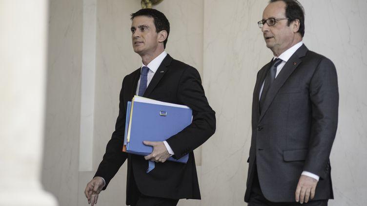 Le Premier ministre, Manuel Valls, et le président de la République, François Hollande, à l'Elysée, le 27 janvier 2016. (YANN KORBI / CITIZENSIDE / AFP)