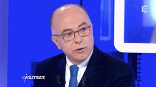 Le ministre de l'Intérieur, Bernard Cazeneuve, sur France 5 le 24 janvier 2016. (FRANCE 5)