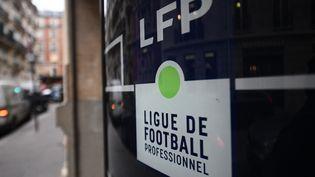 La Ligue de football professionnel (LFP) organise une nouvelle campagne de sensibilisation contre l'homophobie pour la 37e journée de Ligue 1 et Ligue 2, le week-end du 15 et 16 mai 2021. (FRANCK FIFE / AFP)